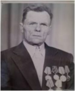 """Полуянов Павел Григорьевич. Родился в д. Кугаево. В 1940 году был призван в армию, служил на Дальнем Востоке. 15 октября участвовал в сражении под Ленинградом. Здесь его ранило, лежал в госпитале в г. Ярославле. Был в поисковой разведке, из госпиталя выписали в 140 запасной полк, оттуда на Северо-западный фронт плд Старую Руссу. Здесь он был контужен, лежал в госпитале в г. Житомире, оттуда в запасной полк 11 истребительной бронетанковой части. Под конец войны участвовал в боях в Чехословакии. Затем вернулся домой. Награды: """"Орден Отечественной войны за награду"""", """"За Победу над Германией"""", """"Ветеран труда"""" и почетные грамоты."""