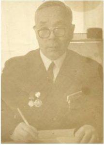 Сафаров Абдулла Арипович родился 15.03.1921 года в селе Катангуй Дубровинского (ныне Вагайского) района. До войны работал в колхозе бухгалтером-счетоводом. Ушёл на фронт в марте 1942 года. Был пулемётным стрелком дивизии. В декабре 1943 года был ранен, находился в госпитале, а 15.03.1943 года уволен в запас. Был награждён медалями: «За оборону Сталинграда», «За победу над Германией в ВОВ 1941-45г.г.», «Георгия Жукова», юбилейными медалями. После войны в должности председателя поднимал колхозы. Умер 23.10.2003 года. Похоронен на кладбище п. Сетово.