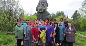 У памятника Д.И. Менделееву в В-Аремзянах